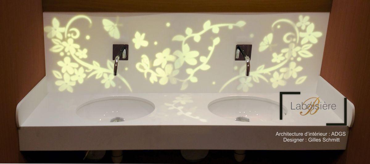 Restaurant Chez Michèle - tablettes lavabos des WC en panneaux de résine